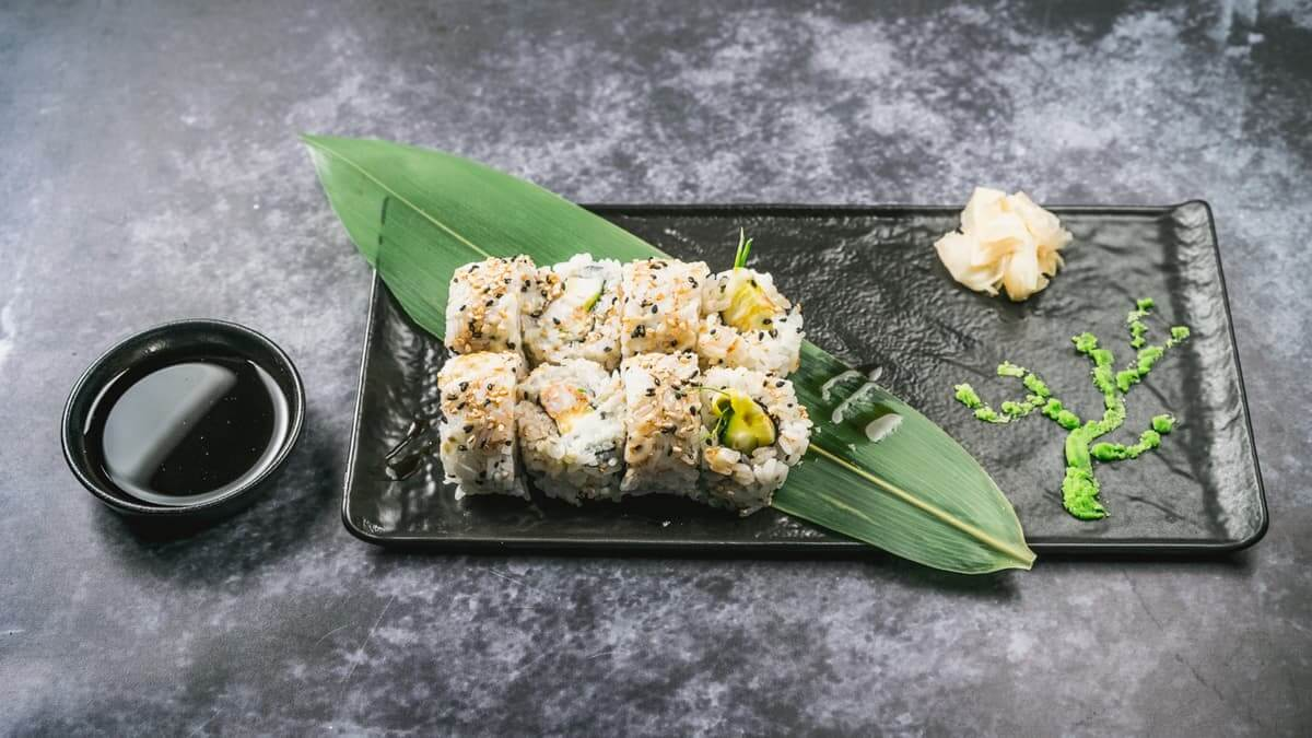 najbolji sushi u zagrebu age ebi uramaki roll