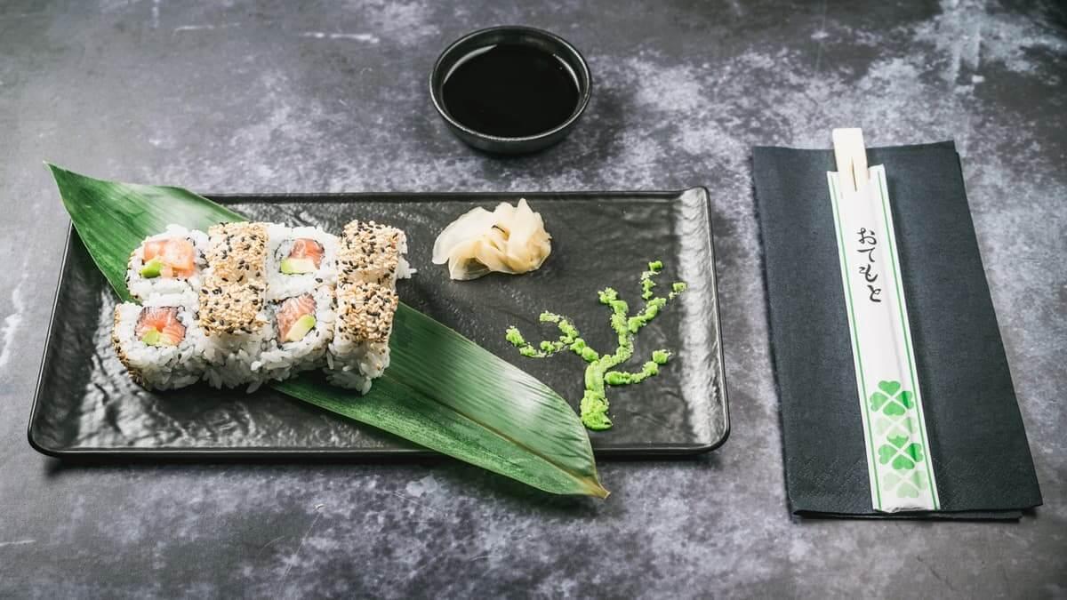 najbolji sushi u zagrebu sake avokado uramaki roll